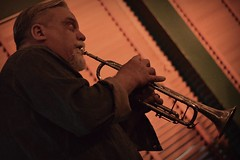 Jon Dee Graham (seanbirm) Tags: nikond5100 jondeegraham ftizgeraldsnightclub sidebar acousticguitar acousticshow hornplayer maxchapman october