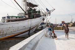 Loading (Hans Makkee) Tags: jakarta oldharbour java indonesia