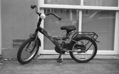 BNB Flipper (Arne Kuilman) Tags: amsterdam film scan kodak portra iso400 400bw v600 nikon f100 28105mm nederland netherlands bnb flipper bike fiets childrensbike kinderfiets