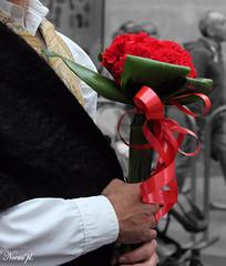 Flores para vestir el manto de la Virgen del Pilar (Noem pl.) Tags: fiesta tradicin tradicional aragn zaragoza fiestasdelpilar pilares2016 ofrendadeflores vestidostradicionales baturros baturras flores virgendelpilar
