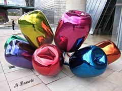 Los Tulipanes (andresbasurto) Tags: color verde azul rojo arte rosa bilbao escultura amarillo guggenheim museo naranja cultura reflejos artista oro tulipanes colorarte andresbasurto