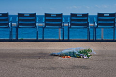 Nice n'oubliera jamais. Nice will never forget.. (Chris, photographe de Nice (French Riviera)) Tags: nice frenchriviera france streetphotography photographiederue pentax promenadedesanglais beach plage attacknice