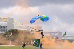 Fotos produzidas pelo Senado (Senado Federal) Tags: jovemsenador2010 congressonacional solenidade diadabandeira parapente parapentista bandeiradobrasil brasília df brasil bra