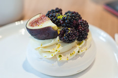 DSC_0589 (necofenix) Tags: dessert cake pavlova yumbaker blackberry figs photo