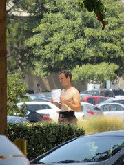 IMG_2856 (CAHairyBear) Tags: men man hom homme hombre uomo shirtless