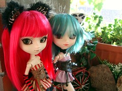 Alison & Gwen - Steampunk cats (Lunalila1) Tags: doll groove junplaning pullip grell prunella alison bendel gwen barret fake outfit steampunk cat cheshire handmade costura red