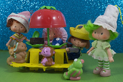 Picnic time (CptSpeedy) Tags: strawberry shortcake cage ole raspberry tart lime chiffon huckleberry pie burrtio pupcake parfait rhubarb table picnic treats cake fruit fruity smell 1980s 80s kenner doll fashion toy kids sweet pets snailcart puppy donkey parrot monkey