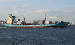 MAERSK WEYMOUTH in New York, USA. August, 2016 (Tom Turner - SeaTeamImages / AirTeamImages) Tags: blue maersk maersklines maerskweymouth cargo generalcargoship containership spot spotting tomturner vessel water waterway marine maritime pony port harbor harbour transport transportation newyork nyc bigapple usa unitedstates