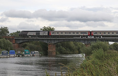 Cross Country HST 43304 - Eckington (Andrew Edkins) Tags: 43304 hst class43 eckingtonbridge riveravon river water boat crosscountry passengerservice worcestershire canon railwayphotography geotagged 1s53 125 autumn riverbank travel trip england