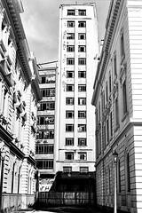 Centro de São Paulo (vintequatro10) Tags: pentaxkm pentaxk1000 pentax pretoebranco pb sp são paulo brasil brazil urban underground decay arquitetura architecture analogic analógica sampa 50mm 35mmfilm 135mm filmeisnotdead filmisnotdead film filme f14 highlights streetphotography streetphotographer