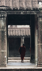 Framed (EveryPlaceAPage) Tags: frame angkor wat temple budhism pillar sule monk robe