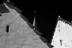 Histoire de clocher (Jacques Isner) Tags: monochrome villarddelans pentax pentaxart pentaxflickraward pentaxsmc pentaxk1 architecture toits glise