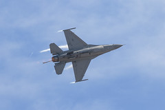F-16 Fighting Falcon (Trent Bell) Tags: aircraft mcas miramar airshow california socal 2016 f16 fightingfalcon military