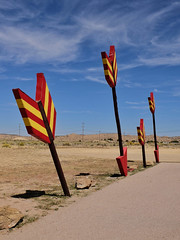 Arrows (Nicolas) Tags: mythique indien indian trip road vacances jaune enseigne sable rouge ciel sand desert usa route66 symbol sign arrows red yellow sky america nicolasthomas holidays