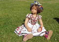 Milina ... (Kindergartenkinder) Tags: rosengarten seppenrade kindergartenkinder annette himstedt dolls feld landschaft blume personen milina