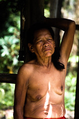 Anciana de la tribu (cesarguter20) Tags: peru iquitos tribu