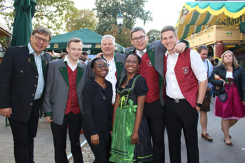 "Wiesn 091016_54 • <a style=""font-size:0.8em;"" href=""http://www.flickr.com/photos/96859782@N03/30142235171/"" target=""_blank"">View on Flickr</a>"