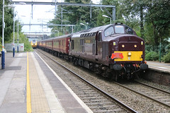 Flying Banana passing WCRC 37668 & 33207 tnt (uksean13) Tags: 37668 33207 wcrc alsager branchlinesociety railtour train transport railway rail diesel maroon thecliffehopper canon 760d ef28135mmf3556isusm flyingbanana testtrain networkrail yellow hst125
