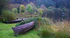 Docking at Loch Ard (Anne Oldfield) Tags: boat dock lochard scotland landscape autumn fall colours water nature automne