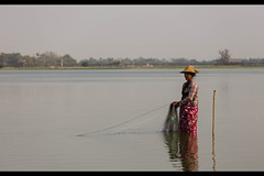 The fisher-woman. (William Levassor) Tags: canon burma william myanmar willy 6d amarapura birmanie levassor