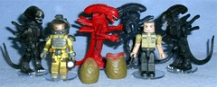 MiniMates - Aliens TRU Wave 3 (Darth Ray) Tags: minimates alien aliens tru wave 3 phantom xenomorph space suit kane hiveworld red dress uniform lt gorman attacking warrior