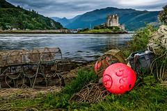 Unknown castle (!) (Pierre LALY) Tags: ecosse scotland landscape seascape eilean donan castle red rouge mer loch paysage pche