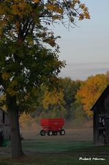 Au temps des rcoltes d'automne... / In the time of fall harvest... (Pentax_clic) Tags: imgp7207 pentax kr octobre 2016 anse vaudreuil quebec automne robert warren arbre grange