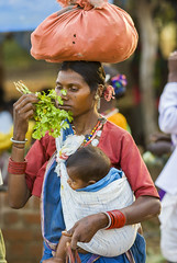 Smelling before buying (wietsej) Tags: smelling before buying tribal woman child rural market street sonydslra100 sonysal135f18 mother bhoramdeo wietse jongsma kawardha