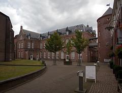 Helmond - Lambertushof (grotevriendelijkereus) Tags: helmond noord brabant netherlands nederland holland stad plaats village town city architecture architectuur building gebouw