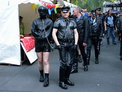 Folsom Berlin 2009 - 3984 (blacknshiny) Tags: leatherman folsom leatherjeans fullleather leather bluf