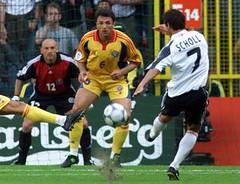 Gheorghe Popescu (l3o_) Tags: galatasaray sar krmz red yellow football futbol gheorghe popescu scholl