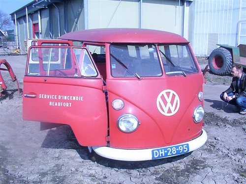 "DH-28-95 Volkswagen Transporter kombi 1965 • <a style=""font-size:0.8em;"" href=""http://www.flickr.com/photos/33170035@N02/8701145791/"" target=""_blank"">View on Flickr</a>"