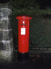 Edward 8th Pillar Box, Comely Park, Dumferline, KY12 5 (aecregent) Tags: postbox royalmail dunfermline pillarbox gvr edward8th eviiir 200912 ky125