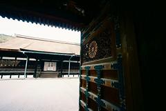 the chrysanthemum gate (troutfactory) Tags: film japan temple kyoto gate wideangle carving   analogue kansai chrysanthemum  15mmheliar voigtlanderbessal kodakektar100 sennyji