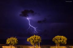 Eclair 2 (Chronique d'un chasseur d'images) Tags: nuit night lightning clair foudre coupdefoudre orage thunder thunderclap thunderstorm storm tonnerre mer sea ocan flash