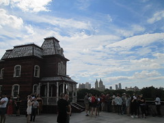 Rooftop Hopper House - Psycho Style 4840 (Brechtbug) Tags: metropolitan museum art roof garden new york city outdoor exhibit 2016 season british artist cornelia parker work named transitional object psychobarn replica bates house alfred hitchcocks 1960 horror film psycho inspired by edward hopper 1925 painting railroad covered reclaimed wood which comes from an actual barn nyc 09032016 addams family mansion charles chas halloween central park skyline spooky spook top