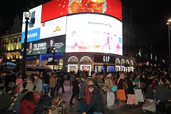 London Saturday Night Harinama Sankirtan - Piccadilly Circus - 08/10/2016 - IMG_2613 (DavidC Photography 2) Tags: 10 soho street london w1d 3dl iskconlondon radhakrishna radha krishna temple hare harekrishna krsna mandir england uk iskcon internationalsocietyforkrishnaconsciousness international society for consciousness harinama sankirtan saturday night sacred party chanting dancing singing west end china town leicester square piccadilly circus 8 8th october autumn 2016
