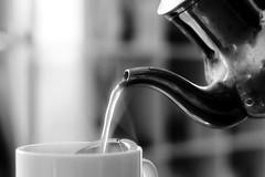 Il rito del Ceylon Tea (#Insolitamente00) Tags: tea blackandwhite biancoenero monochrome canon canon100d canonofficial canonphoto canon50mm