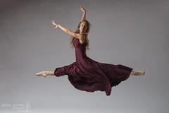 Yara (Pelayo Gonzlez Fotografa) Tags: bailarina mujer woman female portrait retrato ballerina ballet danza dance grand jete shoes pointe jumping leap dancer studio estudio