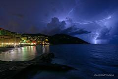 Camogli - L'assedio (Maurizio Fontana) Tags: italia italy liguria camogli notte night tempesta storm fulmine lightning nikon d800 mare sea