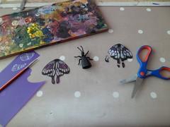 Toute une histoire (Sarmacande) Tags: papillon jeux rparation peinture dcoupage