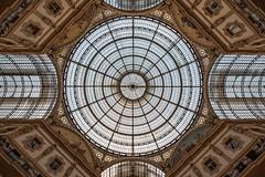 geometrie (benitolamalfa) Tags: rosso milano galleria vittorioemanueleii citt city nikon d750 luce simmetrie