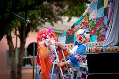 As cores da alegria... (mauroheinrich) Tags: cores colors alegria felicidade sorrisos humor circo circense palhaços show teatro mambembe rua nikon nikkor nikonians nikondigital nikonprofessional nikonword 28300vr 28300 d610 riograndedosul brasil ibirubá mauroheinrich