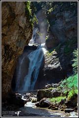 Cascada del Estrecho (Izaskun Insausti) Tags: pyrenees pirineos ordesa miradoresdeordesa ordesaymonteperdido nationalpark sitiosdehuesca huesca pirineoaragones lugaresimperdibles izaskuninsausti turismodeordesa montaa cascada cascadadelestrecho nikon nikkor photography