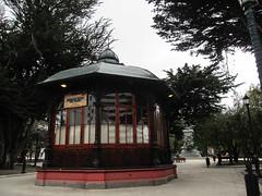 "Punta Arenas: la Plaza de Armas <a style=""margin-left:10px; font-size:0.8em;"" href=""http://www.flickr.com/photos/127723101@N04/30252453576/"" target=""_blank"">@flickr</a>"