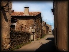 Navasfrias. Salamanca. (P e p a) Tags: pueblos calles piedra navasfrias efectoorton