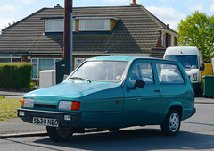 1998 RELIANT ROBIN LX (Yugo Lada) Tags: old green cars glass robin car photo nice retro clean vehicle 1998 parked rare lx fibre reliant s630npo