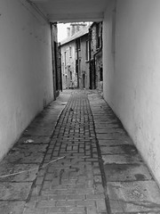 ALLEYWAY7 (Davesuvz) Tags: old england bw black english stone blackwhite alley cottage backstreet cobble alleyway cobbles