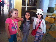 Ετοιμες για σχολική εκδρομή. 28-5-2013Χριστίνα-Ελένη- Ζωη