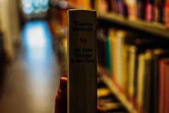 In der Hand. (achterbahnmdchen) Tags: books hands bibliothek unibibliothek unimainz library bcher hnde bokeh rhinelandpalatinate rheinlandpfalz germany europe deutschland europa achterbahnmdchen